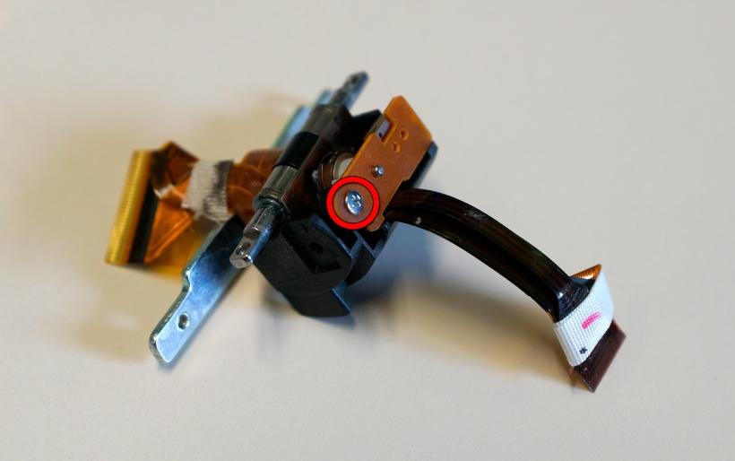 Extracción del sensor de posición de la pantalla