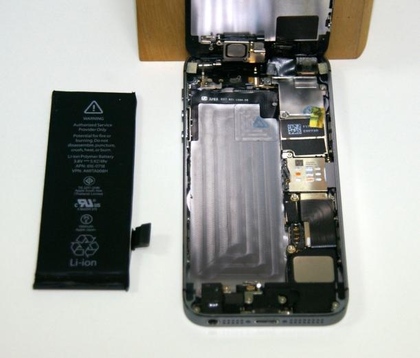 iphone5s_11_bateria-fuera