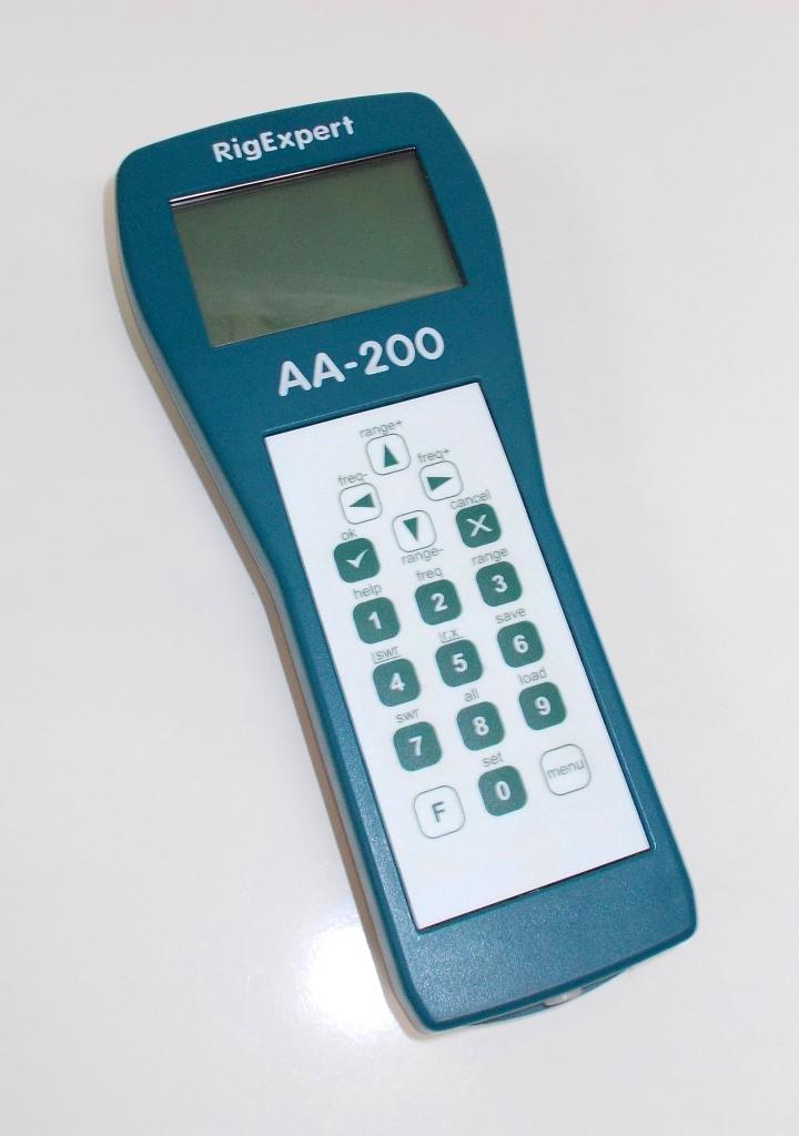 Analizador de antenas AA-200