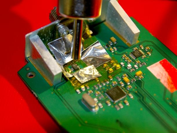Colimado y extracción del transistor defectuoso