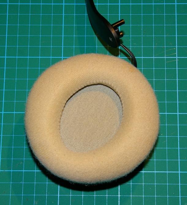 Audífono desprendido de la diadema