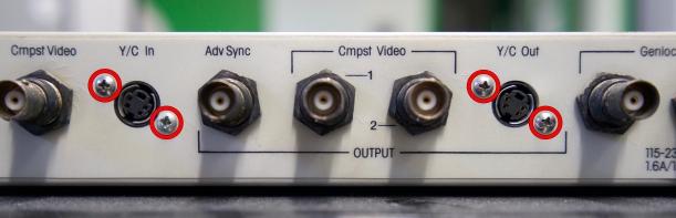 Desmontaje de la placa base, conectores Y/C