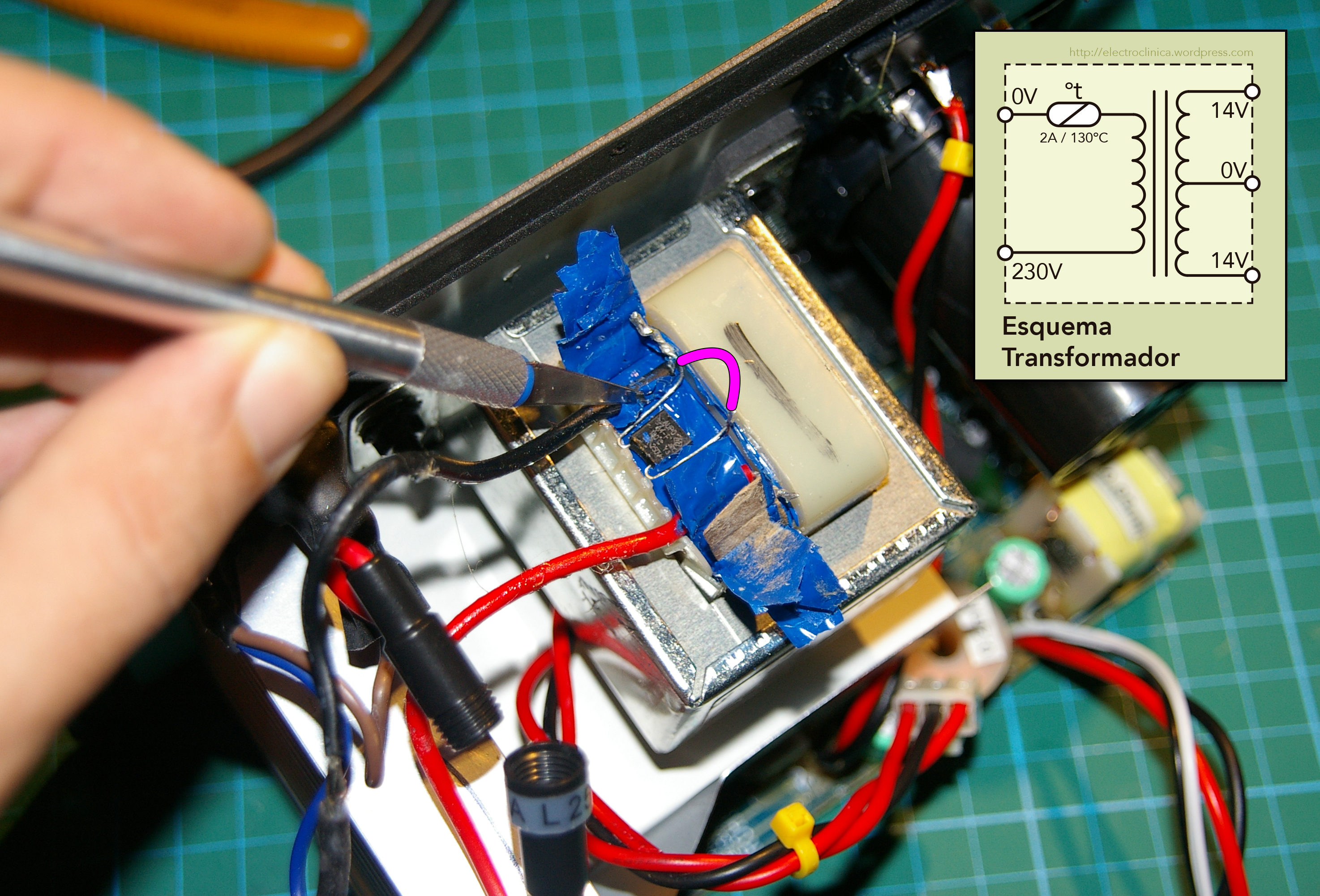 Acceso al fusible térmico del devanado primario del transformador